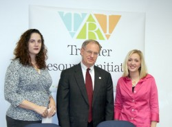 photo of Drake students Melanie Paullin-Castro and Anne Wetzel with PRovost Ron Troyer at press conf