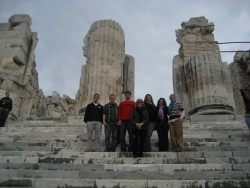 photo of Prof. Zeff with students at Apollo Temple