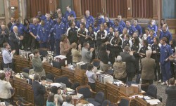 photo of Drake basketball teams getting a standing ovation from representatives in the House Chamber