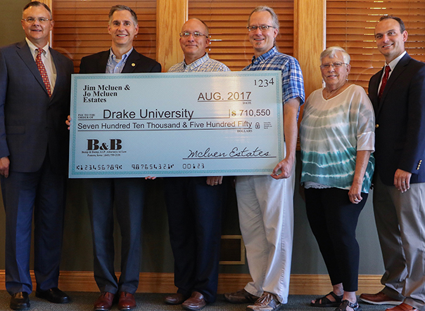 Alumni gift creates $700,000 scholarship fund for pharmacy students